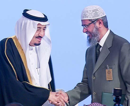 Dr Zakir Naik being welcomed by King Salman bin Abdul Aziz Al Saud
